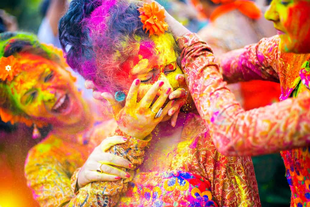 Holi: The festival of colors- होलीः गुलाल से गुलजार रंगो का त्योहार