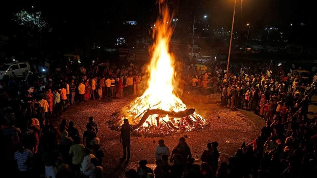 Holika Dahan celebrates the victory of Good over Evil- बुराई पर अच्छाई की जीत का संदेश देता होलिका दहन का पर्व