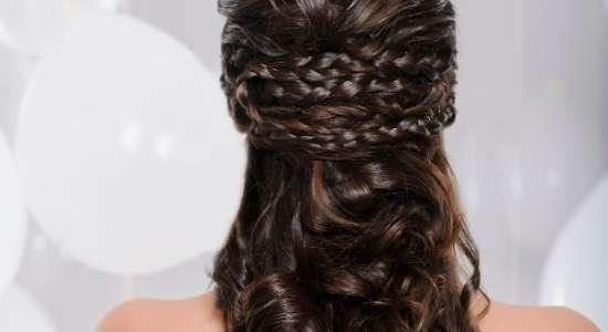 घुंघराले बालों की देखभाल कैसे करें