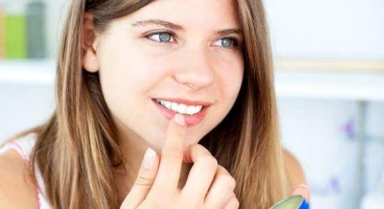 फटे होंठों का करें घरेलू इलाज