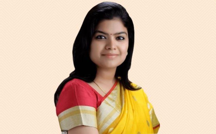 Poonam Mahajan Biography